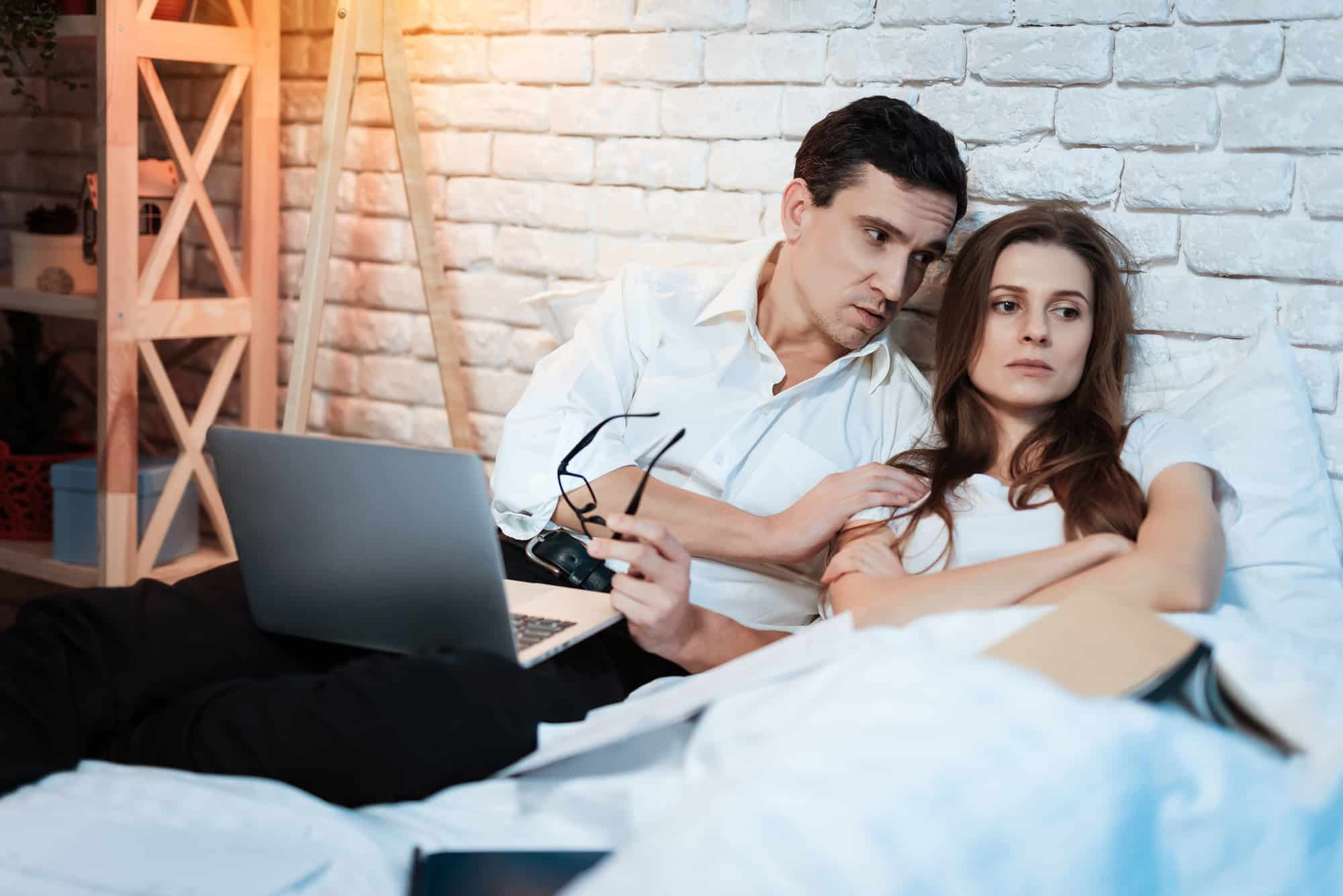 My Husbands Job Is Ruining Our Marriage (8 Destructive