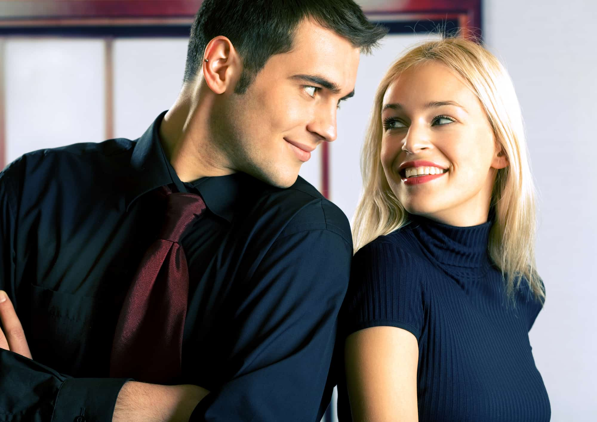 Reading Mens Body Language Of Attraction (37 Striking
